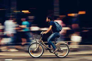 Poznaj sprawdzone sposoby na szybki dojazd do pracy w mieście